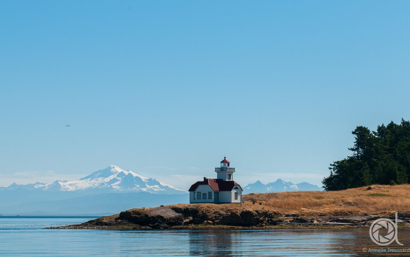 Patos Island lighthouse and Mount Baker, Washington state, US.